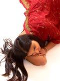 Indische dame in rode kleding. Royalty-vrije Stock Afbeeldingen