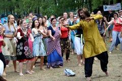 Indische danser givws een hoofdklasse Stock Fotografie