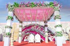 Indische de Decoratieideeën van Mandap van de Huwelijksgebeurtenis voor het Decor van de Huwelijksceremonie royalty-vrije stock afbeelding