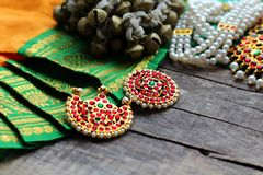 Indische decoratie voor het dansen: klokken voor de benen - ganguru, elementen van het Indische klassieke kostuum voor het dansen royalty-vrije stock foto