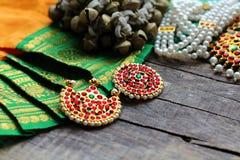 Indische Dekorationen für das Tanzen: Glocken für die Beine - ganguru, Elemente des indischen klassischen Kostüms für tanzendes b lizenzfreies stockfoto