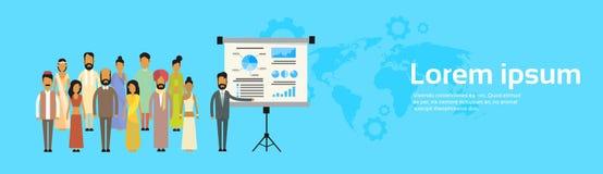 Indische der Gruppen-Geschäftsleute Darstellungs-Flip Chart Finance, Karte Indiens Team Training Conference Meeting World Lizenzfreie Stockfotos