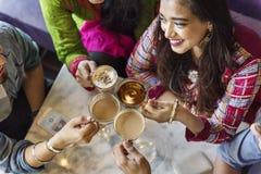 Indische Ethnie-trinkendes Café-Bruch-Kaffee-Tee-Konzept lizenzfreie stockfotos