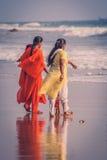 Indische families op zee royalty-vrije stock fotografie