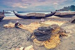 Indische Fishermans die visnet voorbereiden Royalty-vrije Stock Afbeeldingen