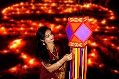 Indische Frau in Diwali lizenzfreie stockfotografie