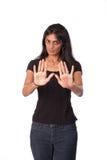 Indische Frau mit den Händen in der defensiven Stellung Stockbild