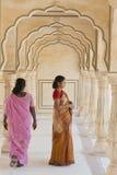 Indische Frauen bei Amber Fort Stockbild