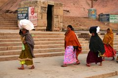 Indische Frauen, die gehen zu arbeiten Lizenzfreie Stockfotografie