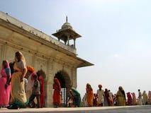 Indische Frauen im roten Fort Stockbilder