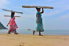 Indische Frauenfördermaschinen Stockfotografie