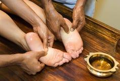 Indische Fußmassage Stockfoto