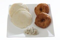 Indische gebraden vada & idli van snackmedu met kokosnotenchutney en sambhar royalty-vrije stock afbeelding