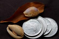 Indische Geldmünzen für Geschäft und Spende Stockfotografie