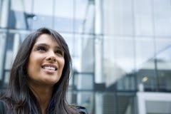 Indische Geschäftsfrau am Telefon lizenzfreies stockbild