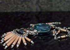 Indische Halsband met zilver, gemmen en hout Stock Afbeeldingen