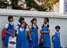 Indische jonge schoolmeisjes stock afbeeldingen