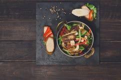 Indische Küche - Gemüsesalat mit Banane Stockfotos