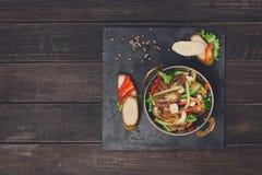 Indische Küche - Gemüsesalat mit Banane Stockfoto