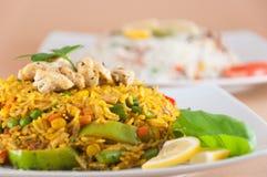 Indische keuken - Rijst met kippenvlees Royalty-vrije Stock Foto's