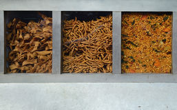 Indische kruiden in een straatkabinet voor verkoop Royalty-vrije Stock Afbeelding
