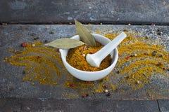 Indische kruiden op grungeachtergrond Royalty-vrije Stock Fotografie