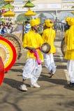 Indische kunstenaars die traditionele trommels spelen Royalty-vrije Stock Foto