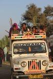 Indische Leute auf einem Jeep Lizenzfreie Stockfotografie