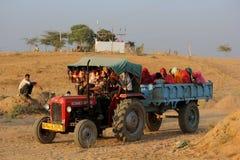 Indische Leute auf einem LKW Lizenzfreies Stockfoto