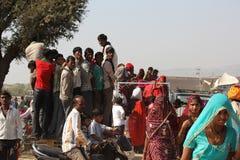Indische Leute auf einem LKW Stockfotografie