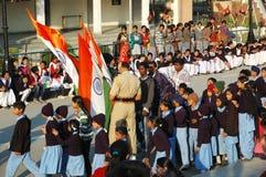 Indische Leute, die sich vorbereiten, den Tagesabschluß des Inders zu feiern - pakistanische Grenze Lizenzfreie Stockbilder