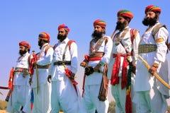 Indische Männer im Trachtenkleid teilnehmend an Herr Desert competi Lizenzfreie Stockfotos