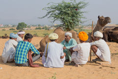 Indische Männer nahmen an dem jährlichen Pushkar-Kamel Mela teil Stockfotos