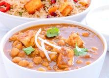Indische maaltijd - Chole Paneer en pilau stock afbeelding