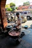 Indische Mensen die Doek, Jaipur verven Stock Foto