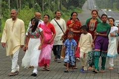 Indische mensen die naar Heilig meer gaan om Nieuwjaar, Mauritius te vieren Stock Foto
