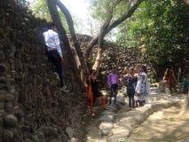 Indische mensen in Nek Chand Rock Garden, Chandigarh, India Stock Foto's