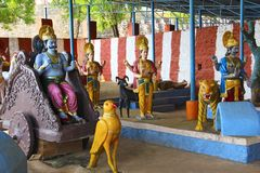 Indische mythologie die Navagraha en hun voertuigen, graha van Saturn, van Rahu en Mangal-, Neelkantheshwar-Tempel, Panshet tonen royalty-vrije stock fotografie