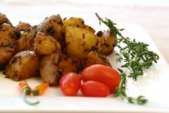 Indische Nahrungsmittelserie - würzige Kartoffeln Stockbilder