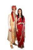 Indische Paare in der traditionellen Abnutzung. Stockfotografie
