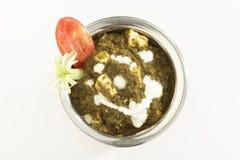 Indische plantaardige Spinazie met kwark met rauwe groenten royalty-vrije stock foto