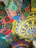 Indische Regenschirme im Dach Lizenzfreie Stockfotos