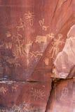 Indische rotstekeningen, het Historische Monument van de Staat van de Krantenrots, Utah, de V.S. Stock Foto's