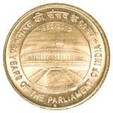 5 indische Rupien prägen - 60 Jahre Parlament Stockbild