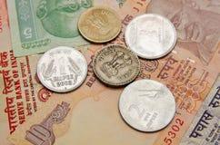 Indische Rupien und Münzen Stockfoto