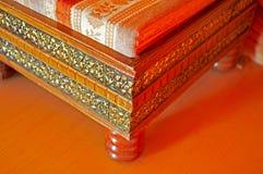 Indische schnitzende Möbel lizenzfreie stockfotografie