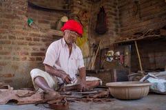 Indische schoenmaker stock afbeeldingen