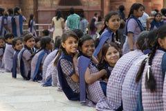 Indische schoolmeisjes stock fotografie