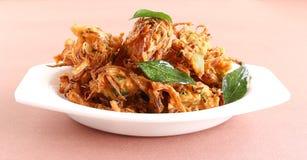 Indische Snack-Zwiebel Pakora Lizenzfreie Stockfotos