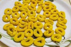 Indische snackschakli heeft op een plaat voor ontbijt gediend royalty-vrije stock fotografie